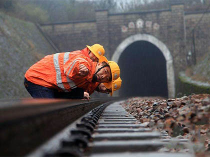 How to do maintenance work of railway line